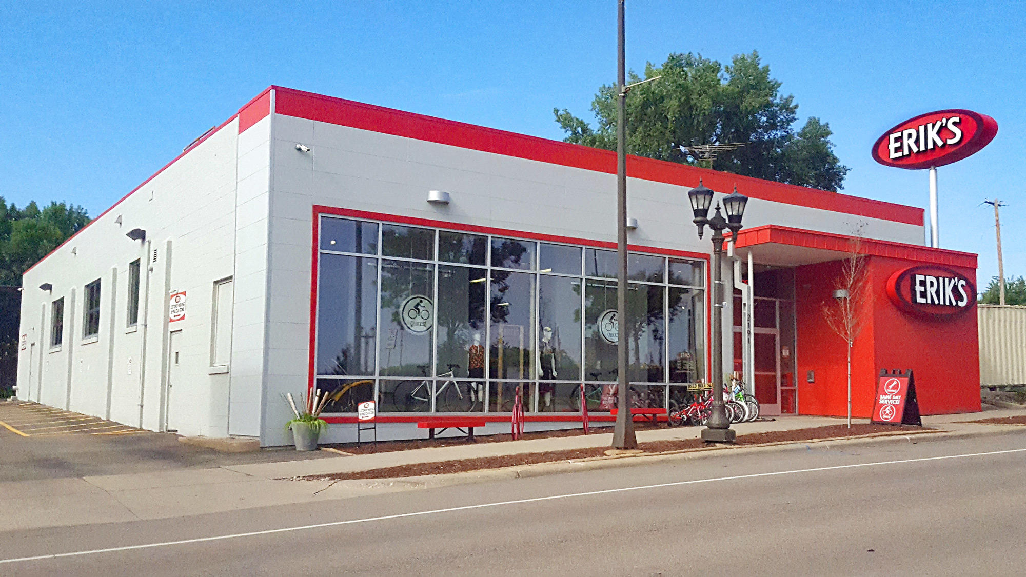 Saint Paul Highland Park Eriks bike shop storefront
