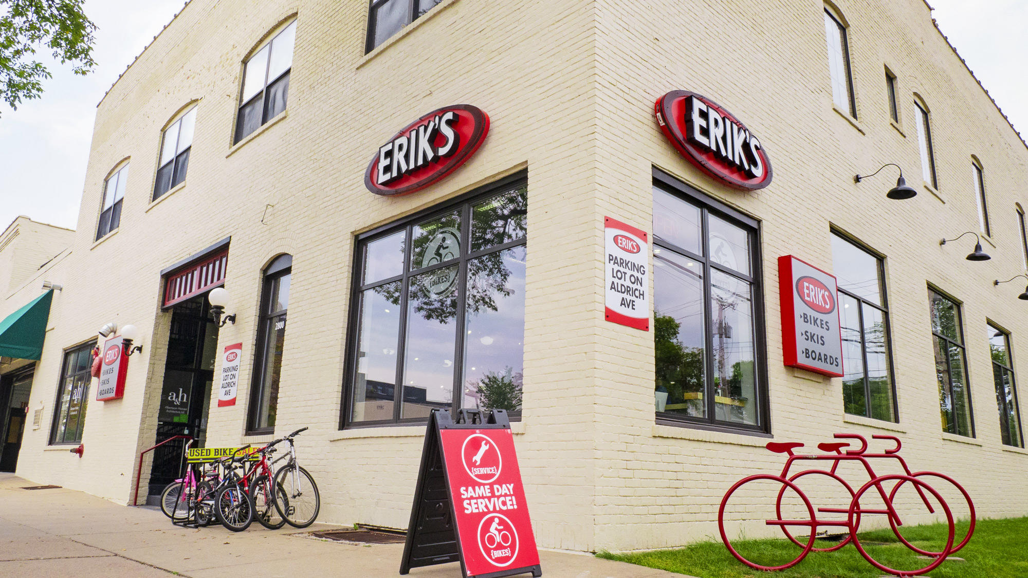 Minneapolis Lynlake Eriks bike shop storefront
